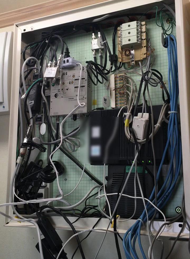 作業前の弱電盤(情報分電盤)